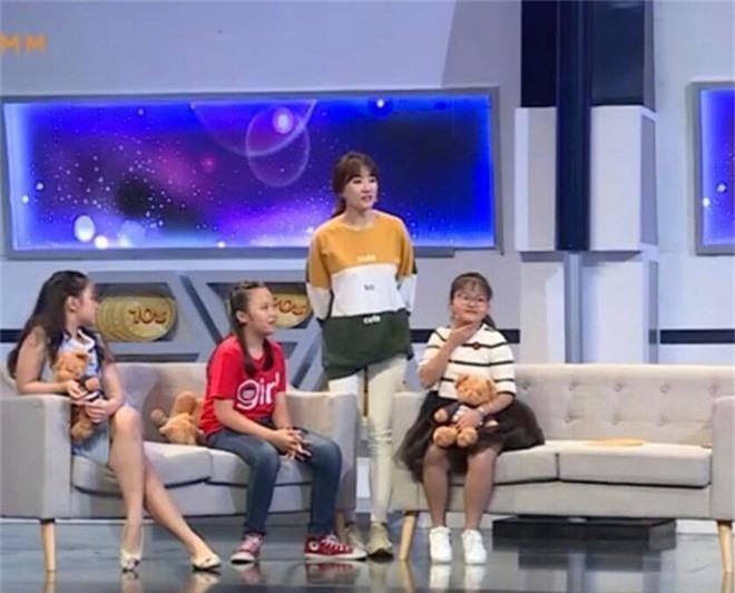 Hari Won tiếp tục lộ khuyết điểm kiến thức cơ bản khi dẫn chương trình Nhanh như chớp - Ảnh 2.