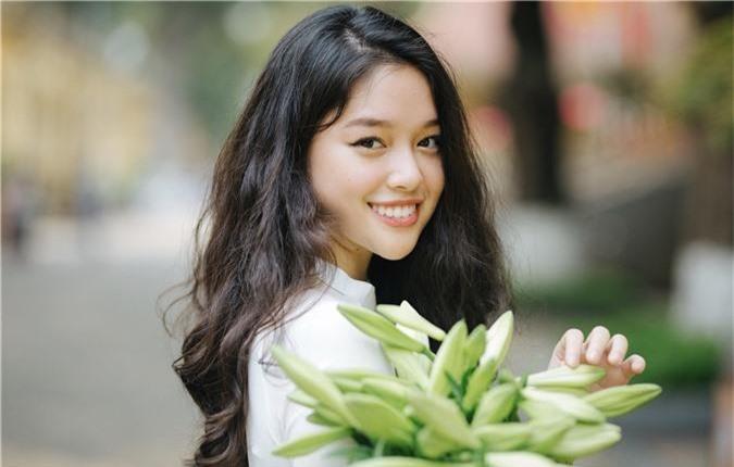 Soi kỹ nhan sắc nữ sinh Việt Đức nổi tiếng sau bức ảnh rơi lệ đẹp như phim ngày bế giảng năm học - Ảnh 3.