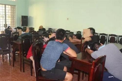 Các đối tượng bị tạm giữ tại Công an TP Biên Hòa (Ảnh: Báo Nhân dân)