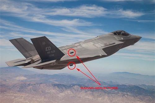 Các khí tài làm tăng diện tích phản xạ radar Luneburg Lens được tiêm kích F-35 mang theo