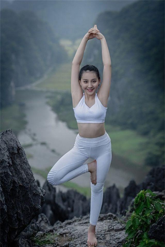 Ấn tượng bộ ảnh yoga tại Hang Múa của mẫu nhí Sài thành - 1