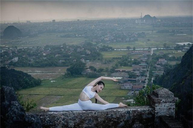 Ấn tượng bộ ảnh yoga tại Hang Múa của mẫu nhí Sài thành - 10