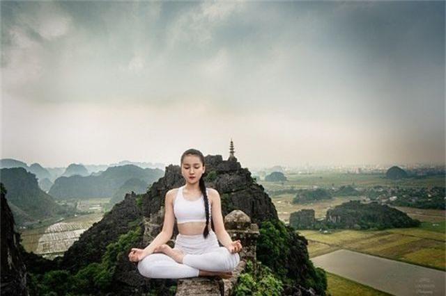 Ấn tượng bộ ảnh yoga tại Hang Múa của mẫu nhí Sài thành - 3