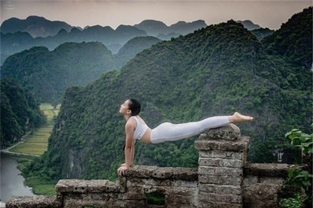 Ấn tượng bộ ảnh yoga tại Hang Múa của mẫu nhí Sài thành - 5