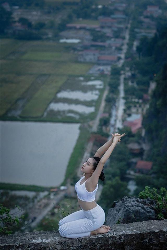 Ấn tượng bộ ảnh yoga tại Hang Múa của mẫu nhí Sài thành - 7
