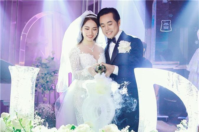 Sara Lưu lần đầu hé lộ bí mật về chiếc váy cưới đính hàng ngàn viên pha lê, ai nghe qua cũng tấm tắc khen Dương Khắc Linh chiều vợ  - Ảnh 2.