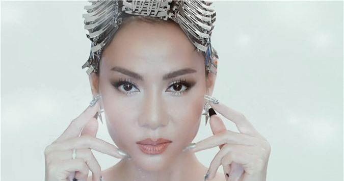 """Sau ồn ào danh xưng Diva, Thu Minh """"lên đồ"""" làm Met Gala phiên bản Việt cho thiên hạ trầm trồ  - Ảnh 9."""