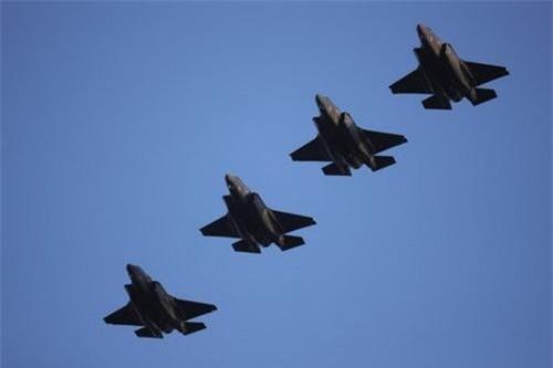 Tiêm kích tàng hình F-35 vẫn được đặt hàng với số lượng rất lớn bất chấp vô số lời phàn nàn