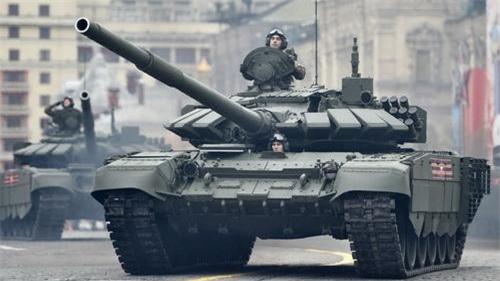Xe tăng chiến đấu chủ lực T-72B3 của Nga trong một cuộc duyệt binh
