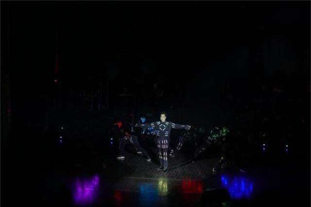 Ngọc Sơn bật khóc trên sân khấu sau 30 năm đi hát - 3