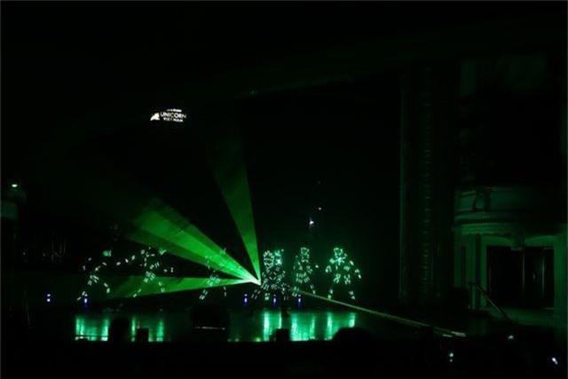 Ngọc Sơn bật khóc trên sân khấu sau 30 năm đi hát - 4