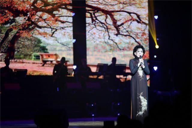 Ngọc Sơn bật khóc trên sân khấu sau 30 năm đi hát - 7