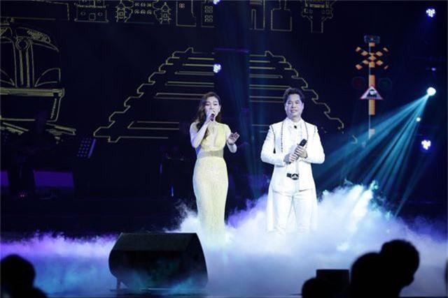 Ngọc Sơn bật khóc trên sân khấu sau 30 năm đi hát - 8