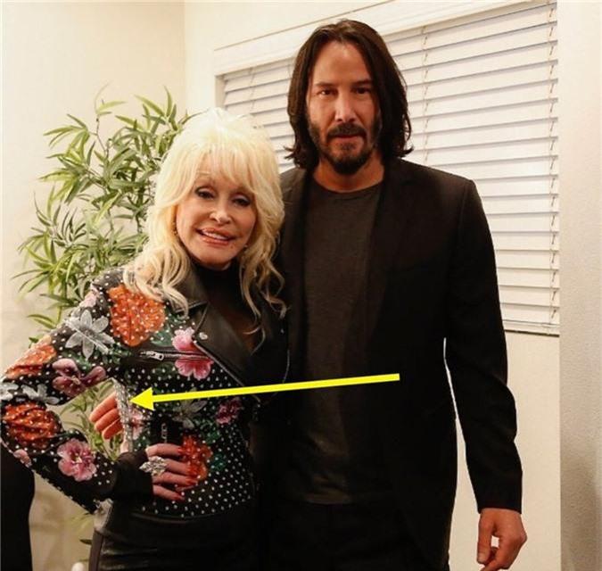 """Chỉ cần nhìn hành động này của Keanu Reeves cũng đủ chứng minh """"nhân cách vàng"""" của quý ông lịch thiệp bậc nhất Hollywood - Ảnh 5."""