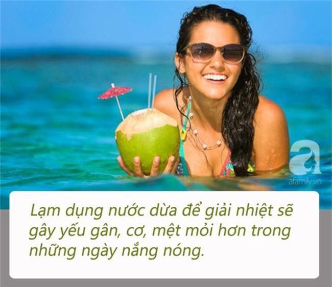 Chuyên gia đưa ra lưu ý để uống nước dừa giúp bạn vừa khoẻ vừa đẹp vào mùa hè - Ảnh 1.