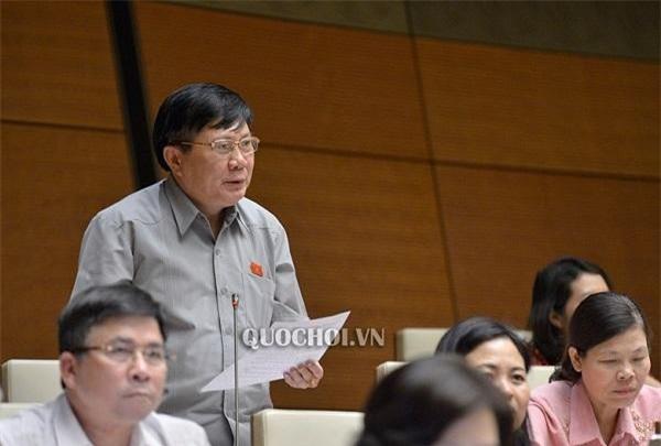 Đại biểu Cao Đình Thưởng, Đoàn ĐBQH tỉnh Phú Thọ tranh luận. (Ảnh: VPQH)