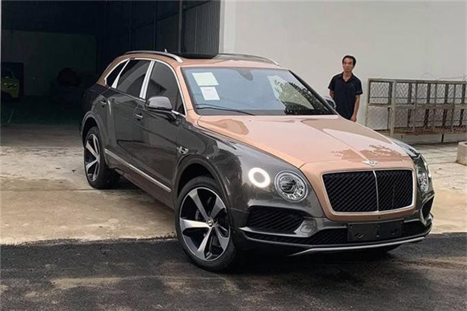 SUV Bentley Bentayga V8 trieu do ve nha dai gia Sai Gon