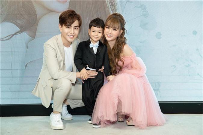 """Không ngại xưng """"ba - con"""", tình trẻ của Thu Thủy tiết lộ mối quan hệ với con trai riêng của cô - Ảnh 2."""
