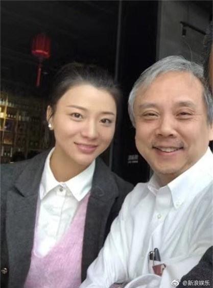 Đạo diễn vướng scandal tấn công tình dục Trịnh Sảng kết hôn mỹ nhân bốc lửa đáng tuổi con - Ảnh 1.