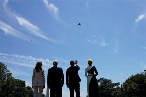 Ông Donald Trump và ông Andrzej Duda cùng xem màn trình diễn của F-35.