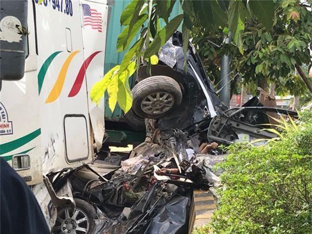 Vụ tai nạn thảm khốc 5 người chết: Do xe container lấn trái - 2