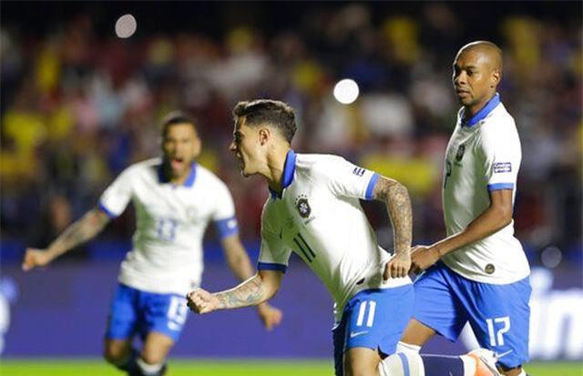 Coutinho ăn mừng bàn thắng mở tỉ số vào lưới Bolivia