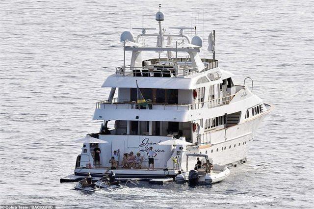 Gia đình giàu có thuê du thuyền này với giá 120 nghìn bảng Anh/tuần