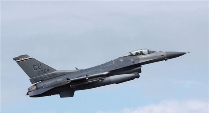 """Bulgaria """"che ong che eo"""" chien dau co F-16 cua My"""