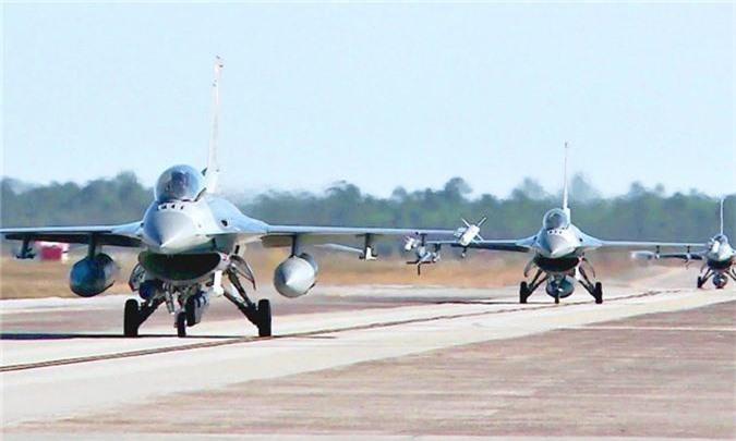 """Bulgaria """"che ong che eo"""" chien dau co F-16 cua My-Hinh-3"""