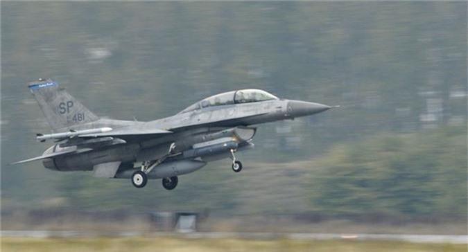 """Bulgaria """"che ong che eo"""" chien dau co F-16 cua My-Hinh-7"""