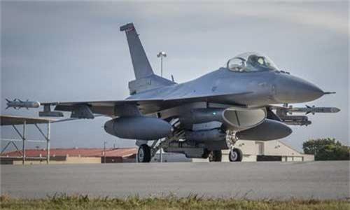 """Bulgaria """"che ong che eo"""" chien dau co F-16 cua My-Hinh-9"""