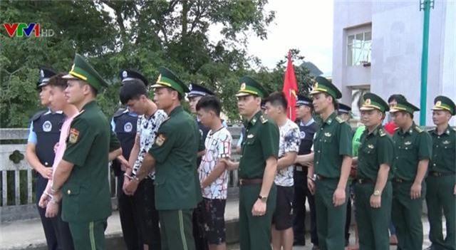 Bắt giữ nhóm đối tượng người Trung Quốc làm thẻ tín dụng giả - Ảnh 1.