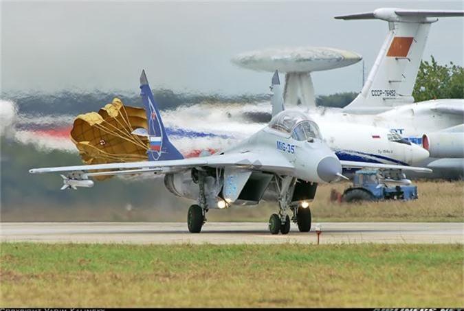 Chuyen gia My: May bay MiG-35 thua suc dau ngang F-35