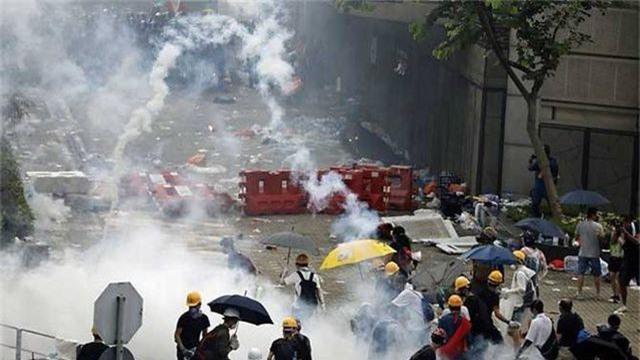 Dưới sức ép biểu tình, Hong Kong tuyên bố dừng vô thời hạn dự luật dẫn độ - 2