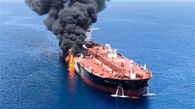 """""""Giải mã"""" vũ khí nghi được sử dụng tấn công tàu dầu tại vịnh Oman - 1"""