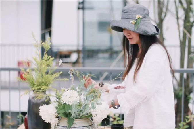 Nữ giám đốc doanh nghiệp quyết định sống cho bản thân sau 40 tuổi bằng cách nghỉ việc về quê trồng hoa, làm thơ - Ảnh 2.