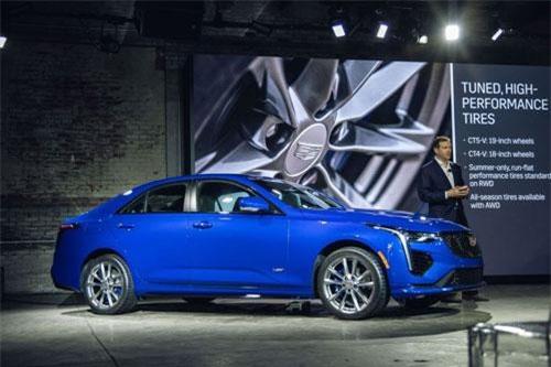 Cadillac CT4-V 2020.
