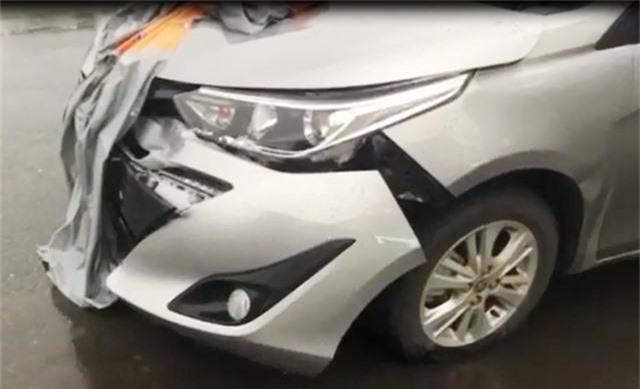 Ô tô 4 chỗ tông 2 xe máy, 2 người bị thương nặng - 3