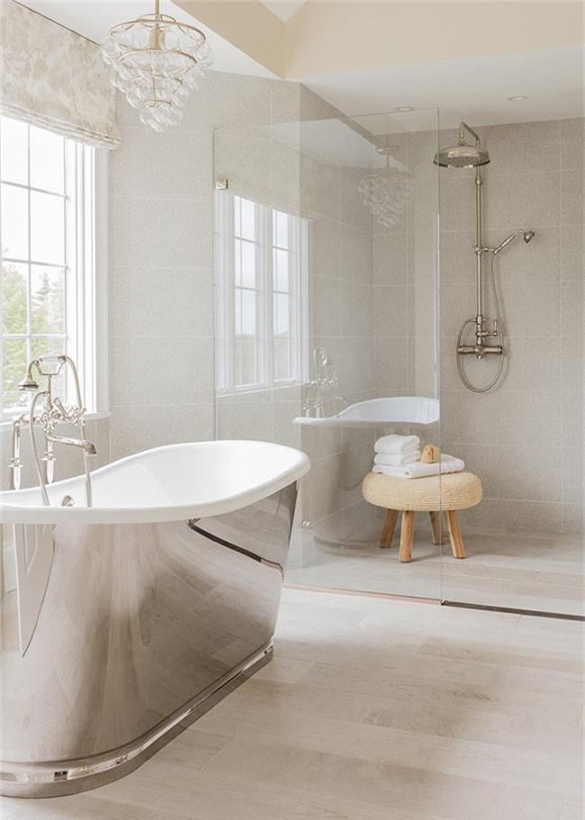Nâng tầm vẻ đẹp của căn phòng tắm gia đình với thiết kế đèn chùm rực rỡ - Ảnh 14.