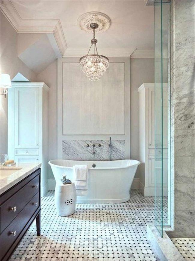 Nâng tầm vẻ đẹp của căn phòng tắm gia đình với thiết kế đèn chùm rực rỡ - Ảnh 15.