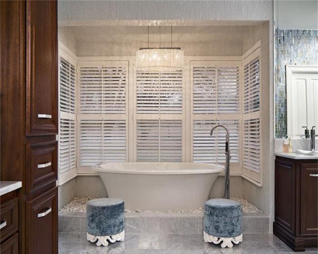 Nâng tầm vẻ đẹp của căn phòng tắm gia đình với thiết kế đèn chùm rực rỡ - Ảnh 18.