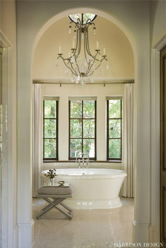 Nâng tầm vẻ đẹp của căn phòng tắm gia đình với thiết kế đèn chùm rực rỡ - Ảnh 8.