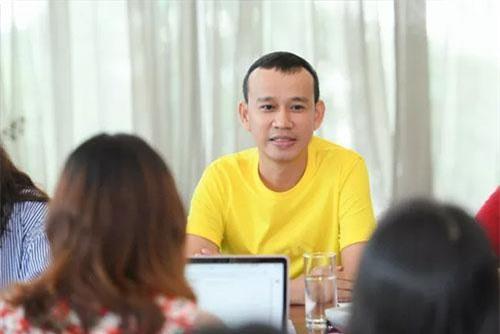 Chuyên gia đào tạo Phúc Nguyễn tại buổi gặp gỡ báo chí 15/6.