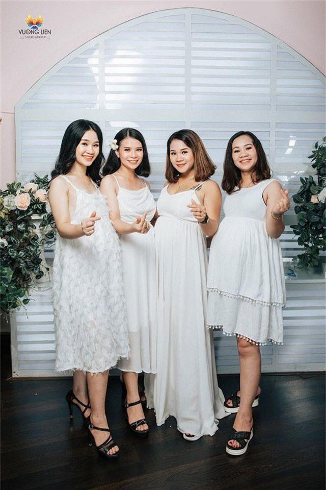 """4 chị em ruột cùng mang bầu rủ nhau chụp hình kỷ niệm gây """"bão"""" mạng - 3"""