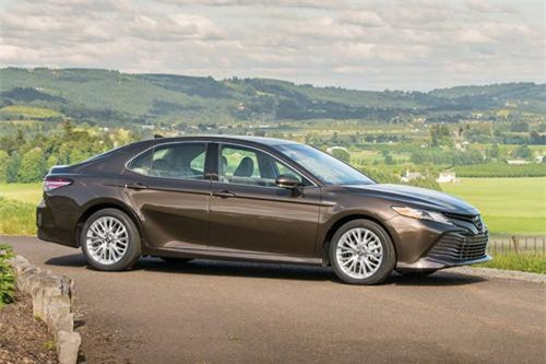 9. Toyota Camry (doanh số: 164.158 chiếc).