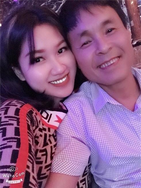 Vượt qua rào cản tuổi tác, Uyển Vân đến với người chồng hơn mình 30 tuổi.