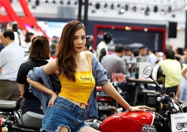 """Ngắm những người mẫu xinh đẹp bên môtô """"khủng"""" tại Vietnam AutoExpo 2019 - 3"""