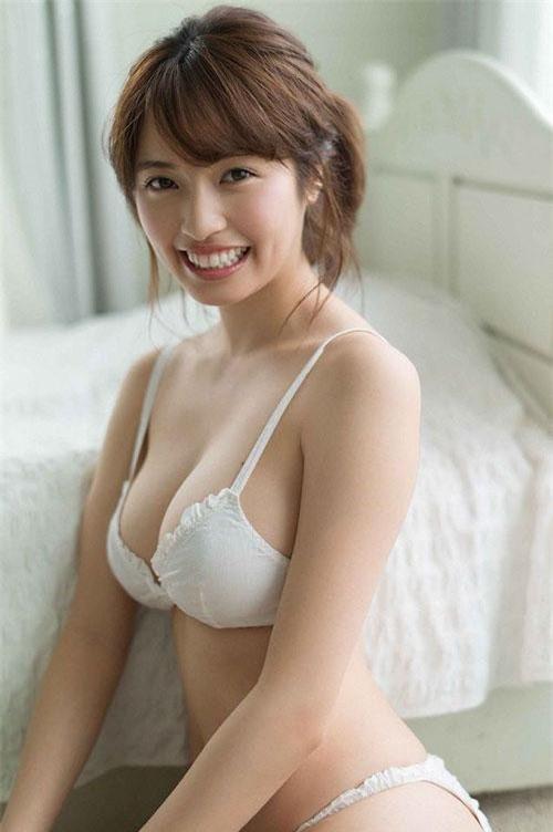 """Cô hiện đang """"đá cặp"""" với tiền vệ Taniguchi Shogo thuộc CLB Kawasaki Frontale."""