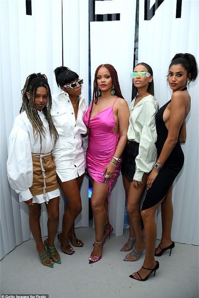 Rihanna tăng cân vẫn xinh đẹp - 7
