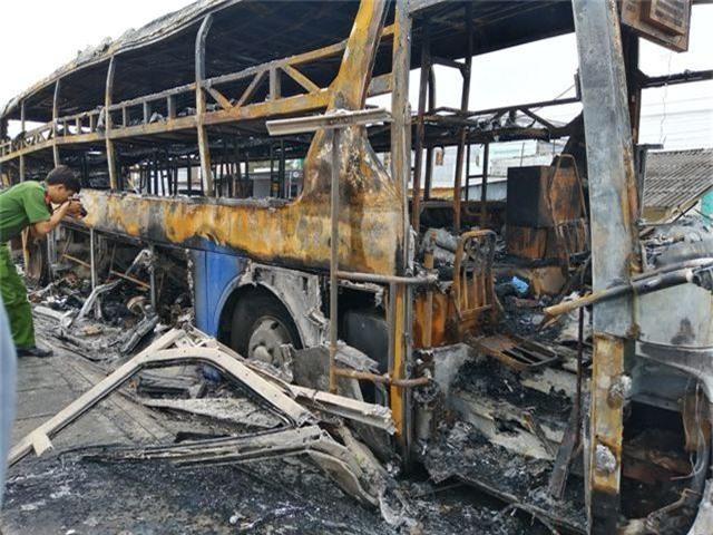 Vụ xe đang chở nhiều hành khách bất ngờ bốc cháy: Giám định chất lượng nhiên liệu - 1